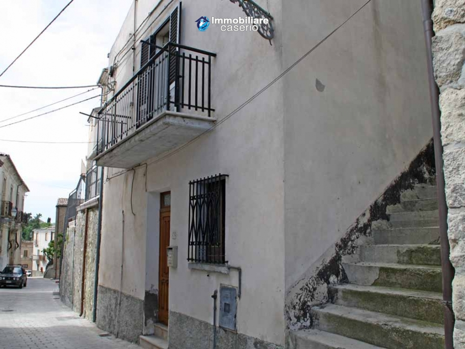 Village house with depandance for sale in Abruzzo, Italy