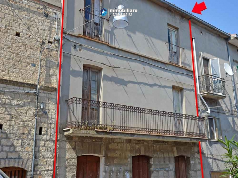 Big town house with land for sale in Casalanguida, Abruzzo