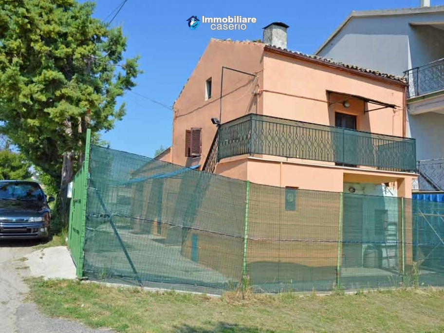 Country house with land and depandance for sale in Atessa, Abruzzo