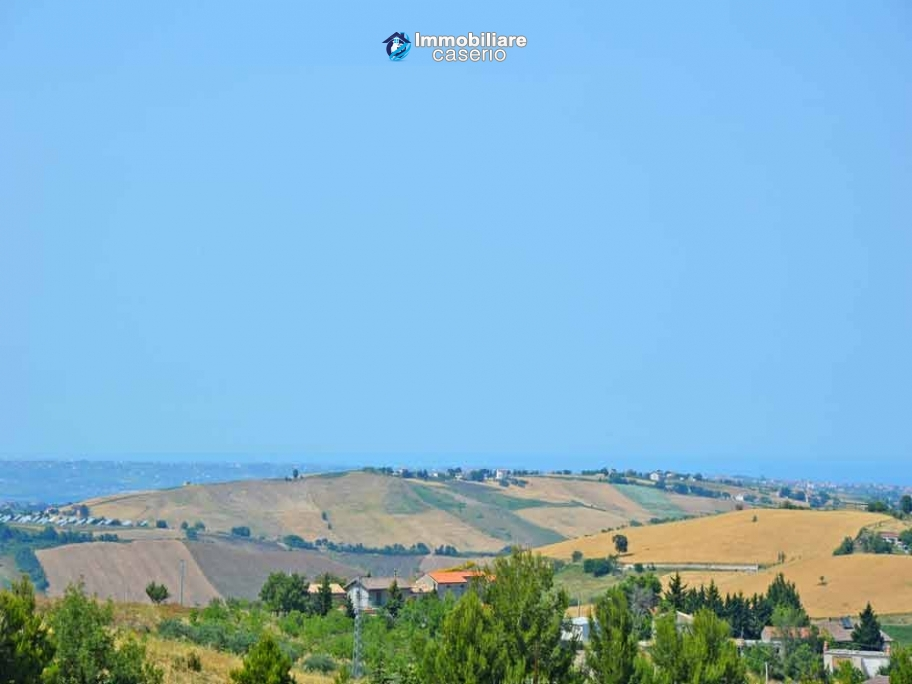 Spacious habitable town house for sale in Casalanguida, Abruzzo