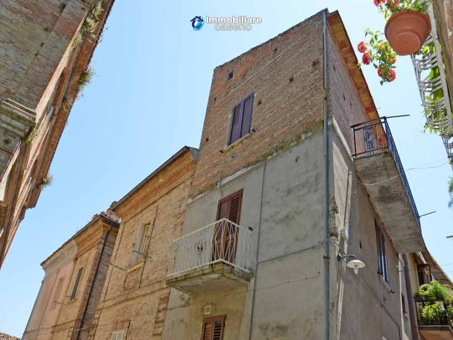 Rustic brick town house for sale near the sea in Monteodorisio, Abruzzo