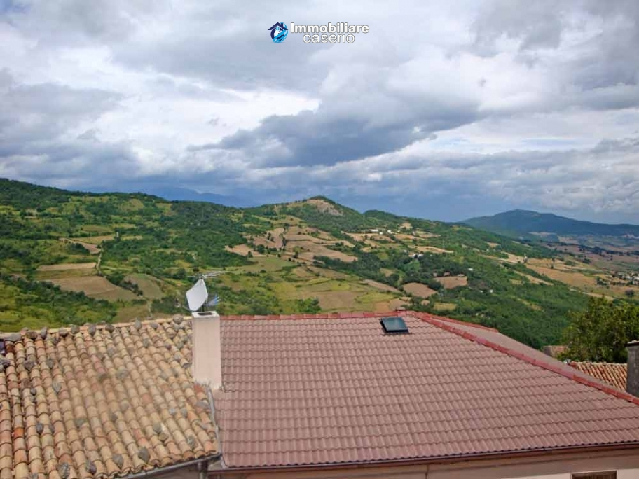 Spacious house with garage for sale in Montazzoli, Abruzzo