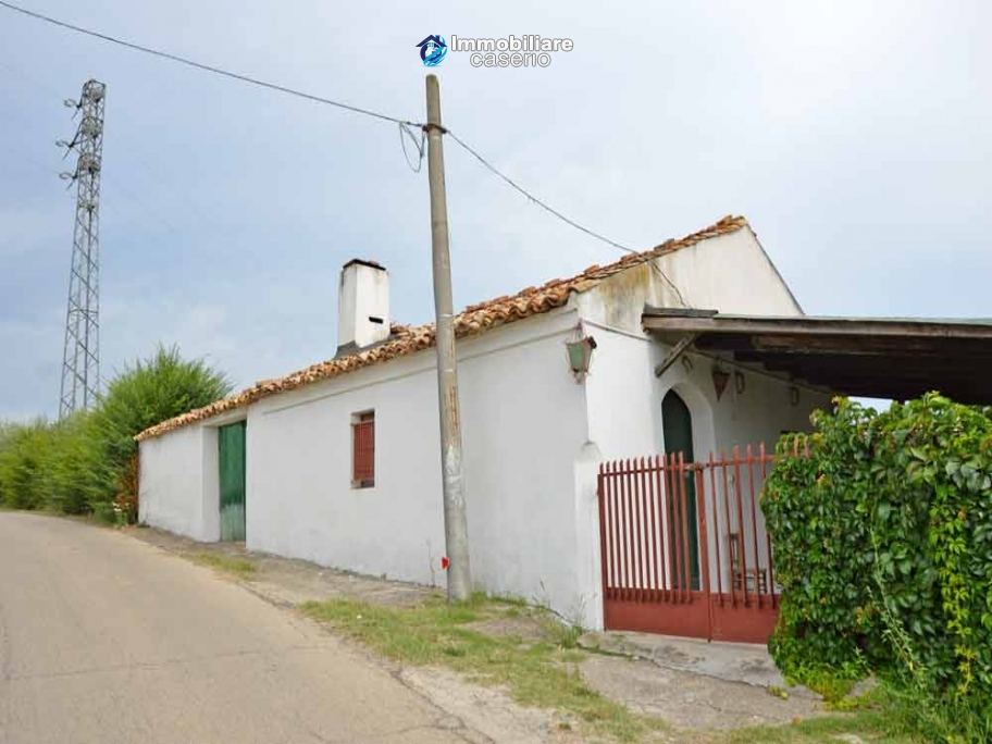 Country house with land and fruit trees for sale near the sea, Abruzzo