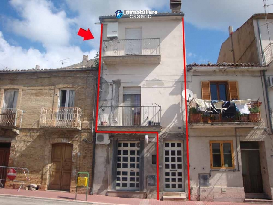 Habitable spacious town house for sale in Furci, Abruzzo