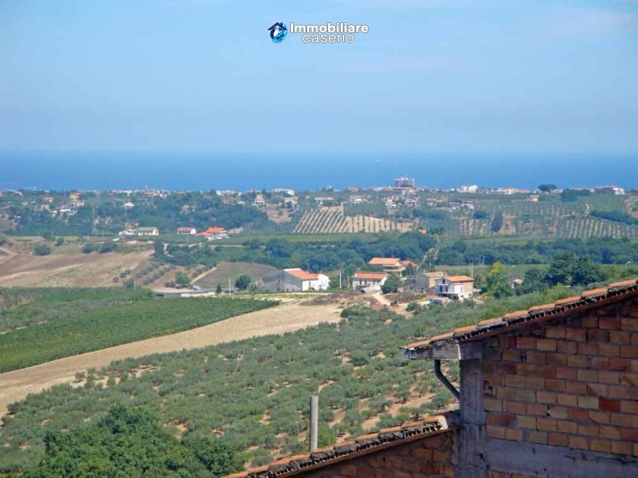 Big town haouse habitable and by the sea for sale in Monteodorisio, Abruzzo