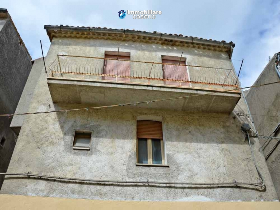 Independent town house for sale in Palmoli, Abruzzo, Italy