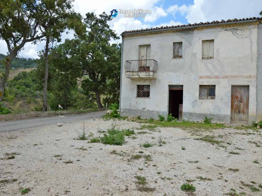Country house with one hectare of land for sale in Palmoli, Abruzzo