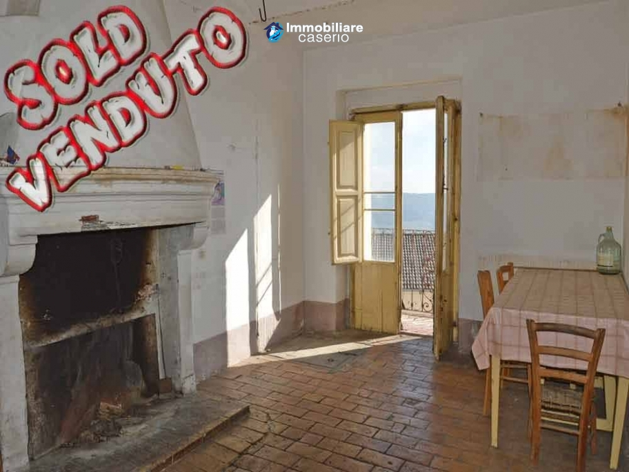 Town house with cellars for sale in Palmoli, Abruzzo