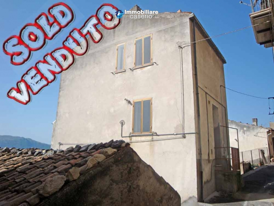 Detached house with wood oven for sale on Abruzzo's hills