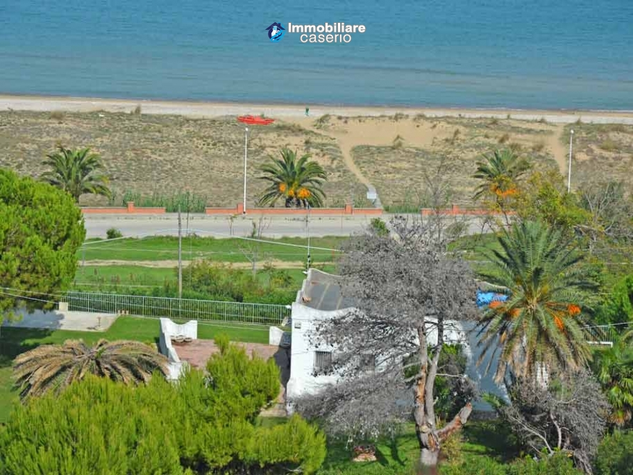 Country house by the sea, wonderful panoramic view for sale in Casalbordino