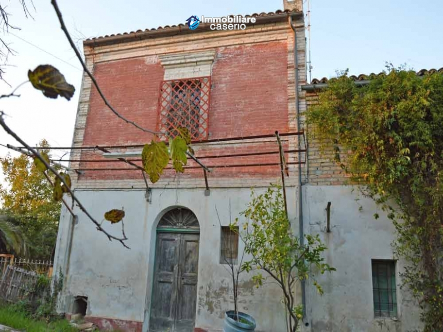 Rural house with charactere for sale with sea view in Casalbordino, Abruzzo
