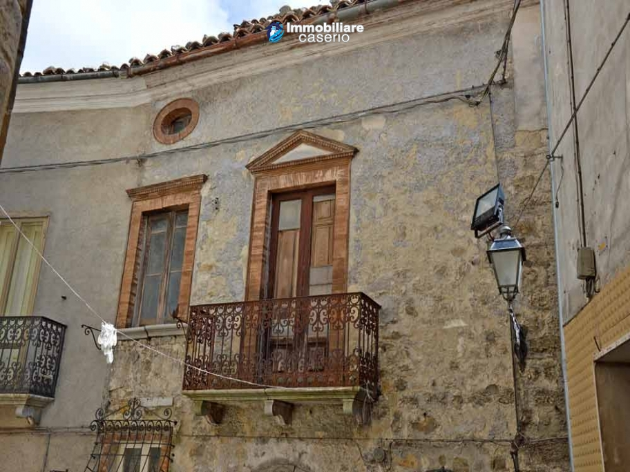 Semi-demitached house habitable and with character for sale in Abruzzo