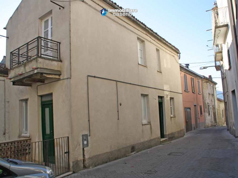 Town house for sale among the Abruzzo hills, Carunchio, Chieti