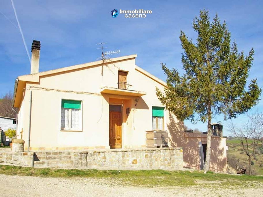 Rural property with 3 hectares and olive trees for sale in Teramo province, Abruzzo