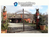 Farm house rustic and elegant taste for sale in Fossalto, Molise 4