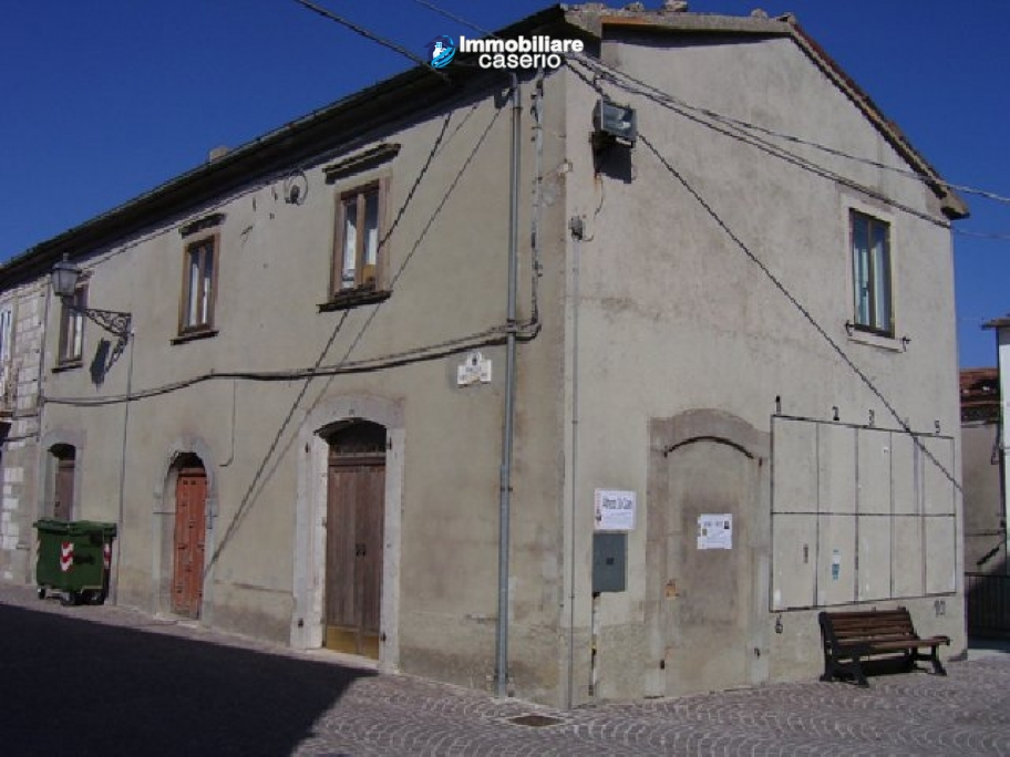 Town house in the centre of village in Schiavi di Abruzzo