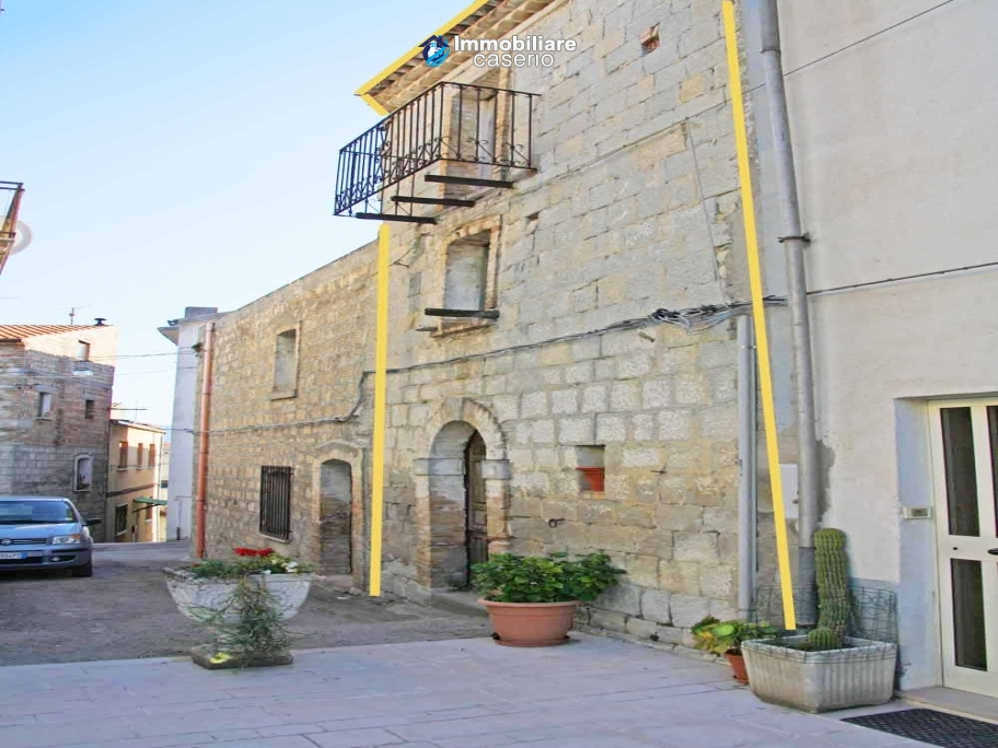 Stone ancient house to renovate for sale in Mafalda, not far from sea