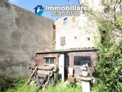 Habitable house not far from the sea with garden for sale in Molise 16