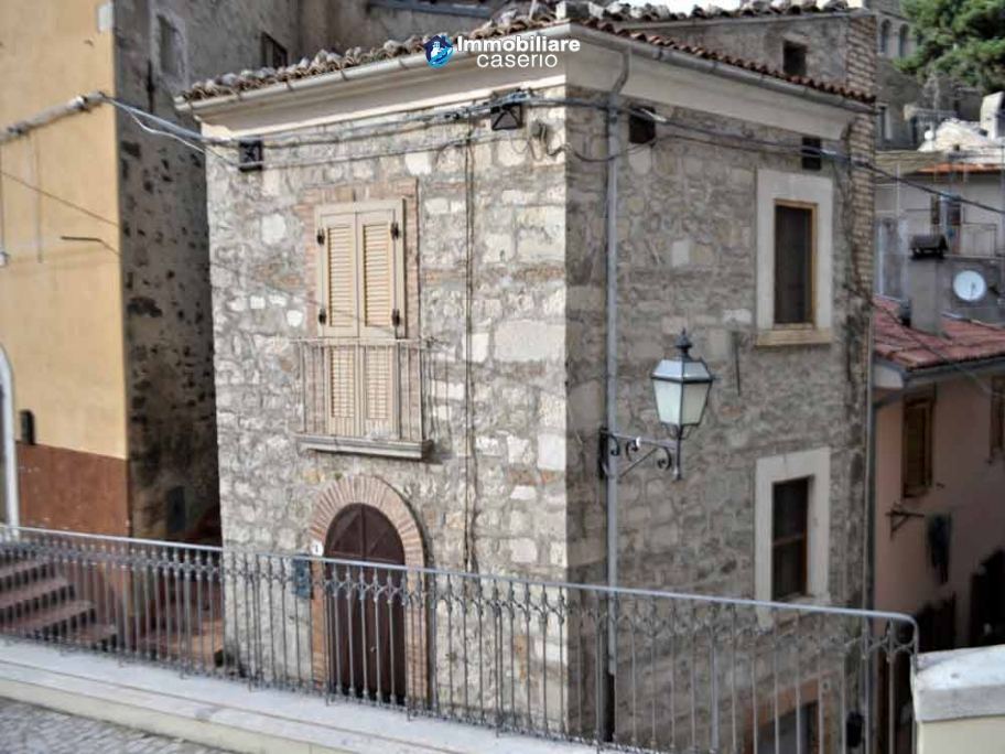 Stone town house habitable for sale, close to the ski slopes in Abruzzo