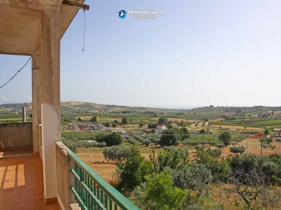 Building with five apartments for sale in Cupello, close to the sea