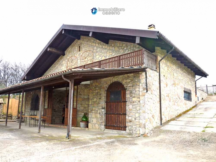 Big stone cottage with olive grove for sale in Cupello, close to the sea