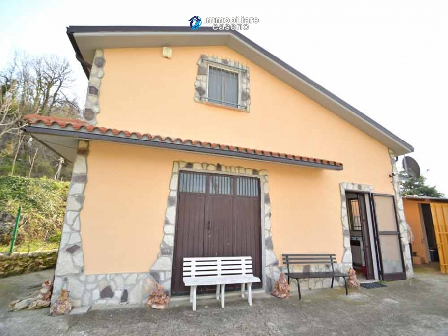 Habitable country house with garden for sale in Palmoli, Abruzzo
