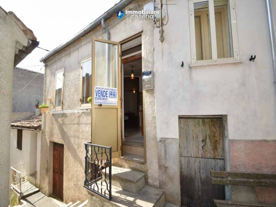 Habitable town house in perfect condition for sale in Palmoli, Abruzzo