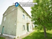 Detached country house with land for sale in Roccaspinalveti 1