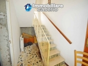 Detached country house with land for sale in Roccaspinalveti 13