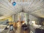 Detached country house with land for sale in Roccaspinalveti 24