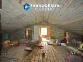 Detached country house with land for sale in Roccaspinalveti 25