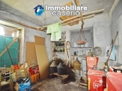 Detached country house with land for sale in Roccaspinalveti 31