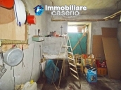 Detached country house with land for sale in Roccaspinalveti 33