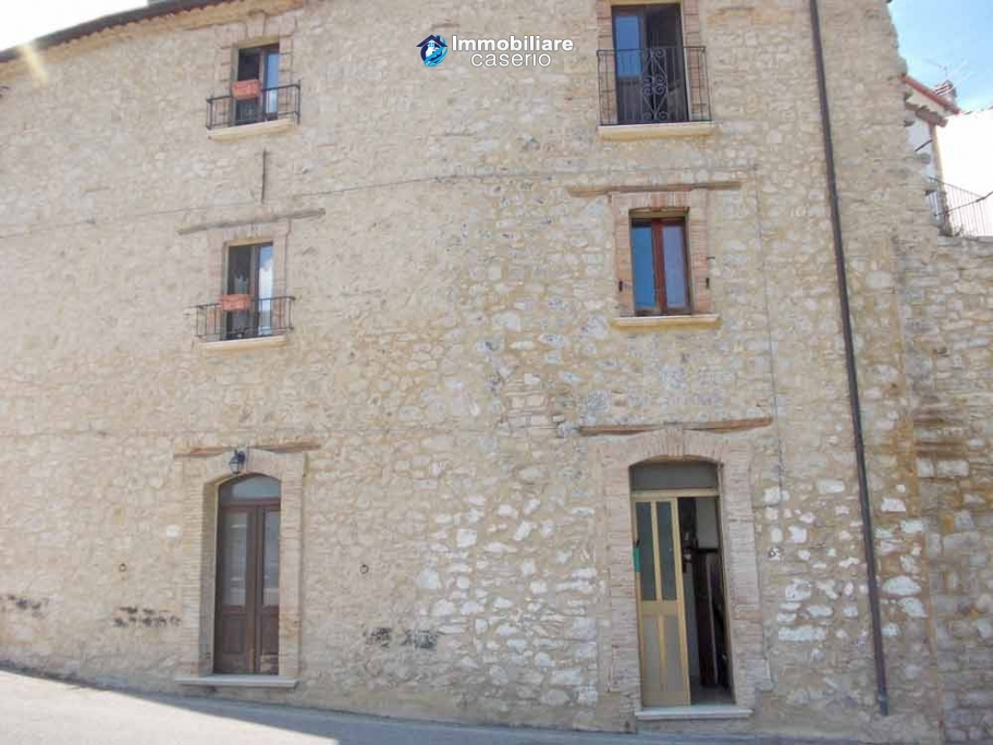 Renovated town house two bedrooms for sale in carunchio