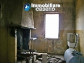 Country house to renovated for sale in a panoramic position, Abruzzo 6