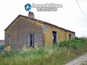 Country house to renovate in a panoramic view for sale in Atri, Abruzzo 1
