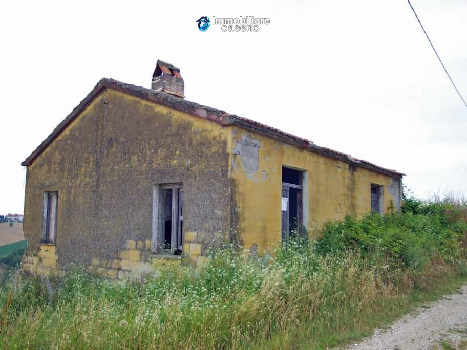 Country house to renovate in a panoramic view for sale in Atri, Abruzzo