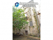 Stone town house, habitable and with courtyard for sale in Bomba, Abruzzo 1
