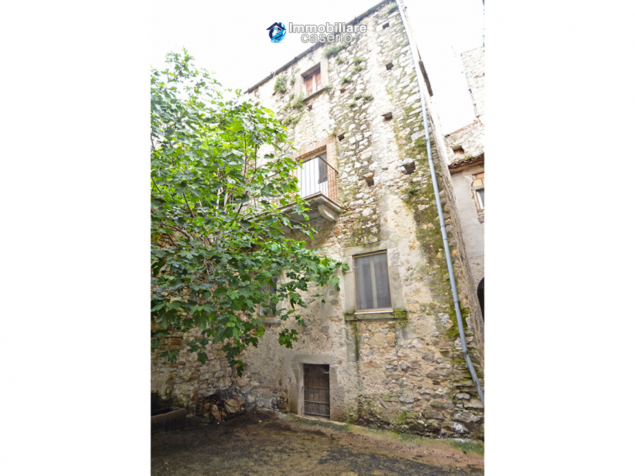 Stone town house, habitable and with courtyard for sale in Bomba, Abruzzo