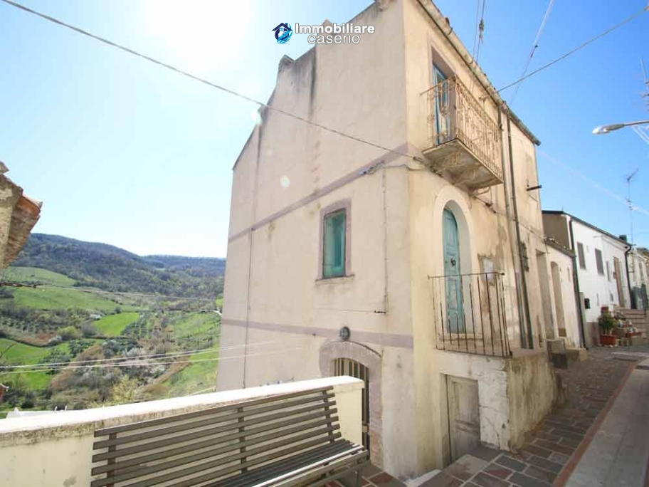 House with views of the hills for sale in Abruzzo region, Dogliola