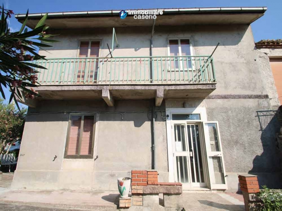 Semi-detached house with land and habitable for sale in Casalanguida, Abruzzo