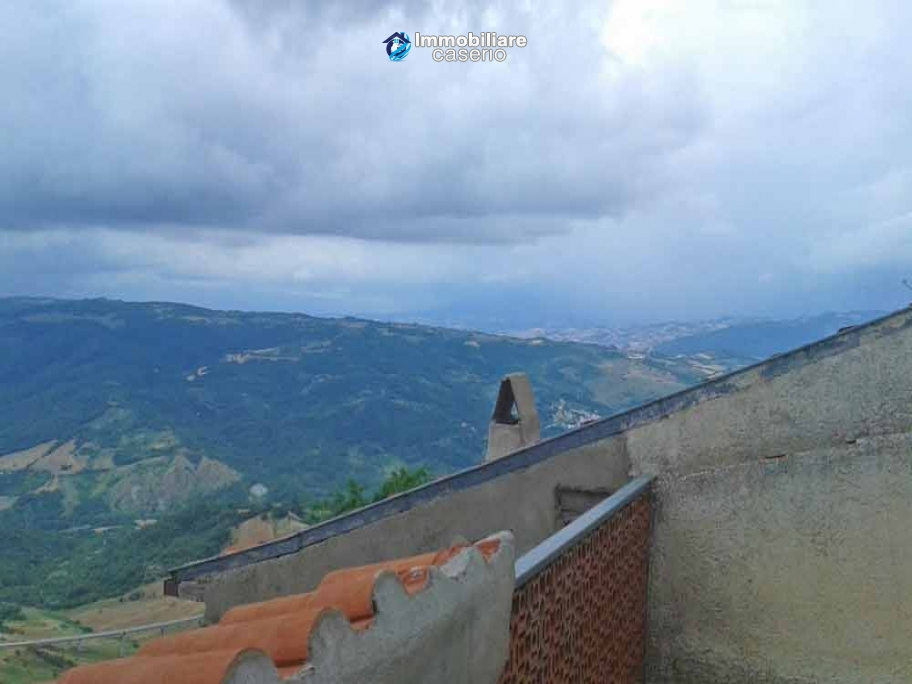 Habitable town house with panoramic terrasse for sale in Molise