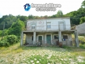 Character country house, habitable for sale in Roccaspinalveti, Abruzzo 1