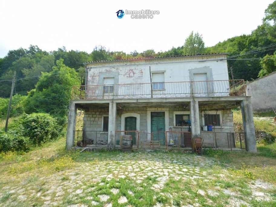 Character country house, habitable for sale in Roccaspinalveti, Abruzzo