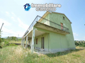 Italian property with a garden and terrace for sale in Roccaspinalveti 2