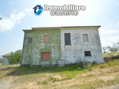 Italian property with a garden and terrace for sale in Roccaspinalveti 3