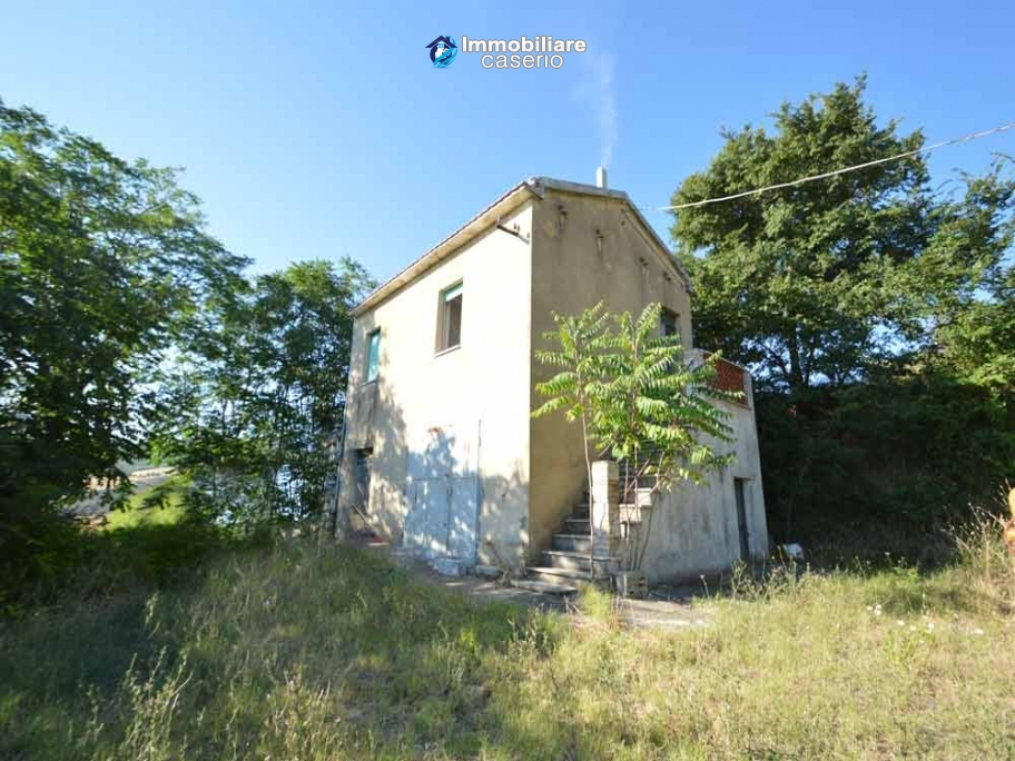 Farm house with 2 hectares of land with sea view for sale in Mafalda