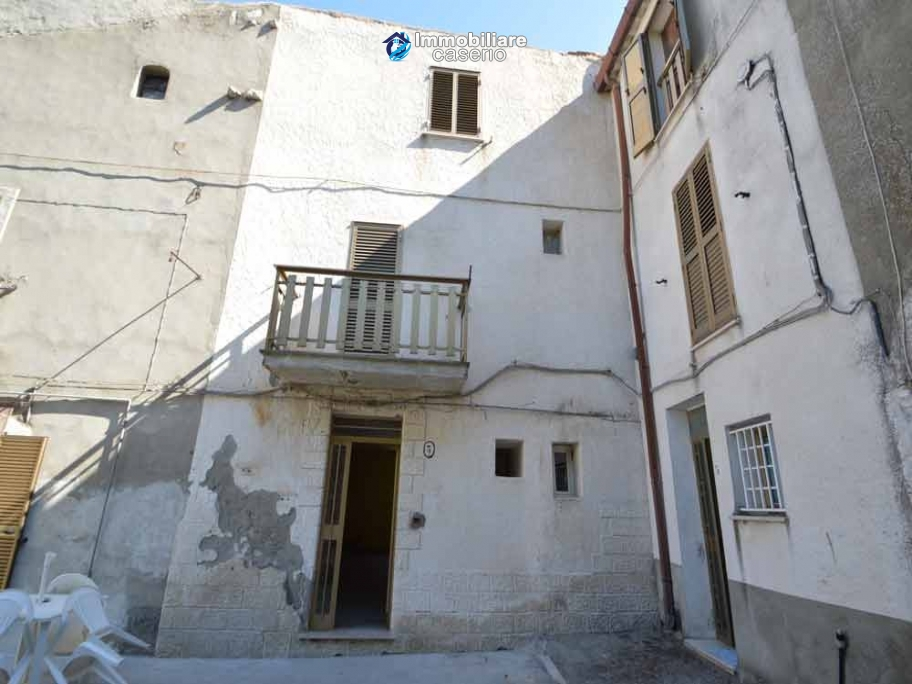 Detached property with courtyard for sale in Molise, Mafalda