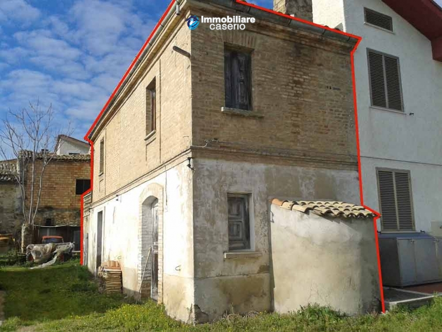 Old brick building sale in Lanciano, Abruzzo - Property Italy