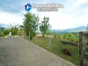 Detached house with garden and barn for sale in Roccaspinalveti, Abruzzo 10